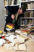 Bücher zerstören!
